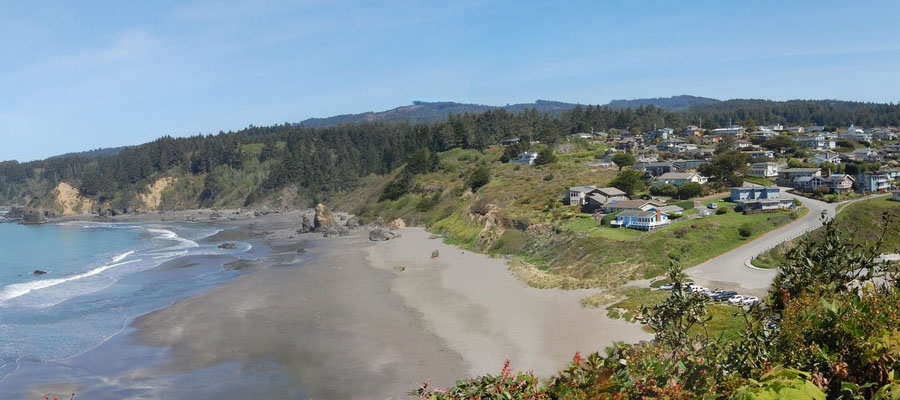 [Photo of Trinidad Beach]